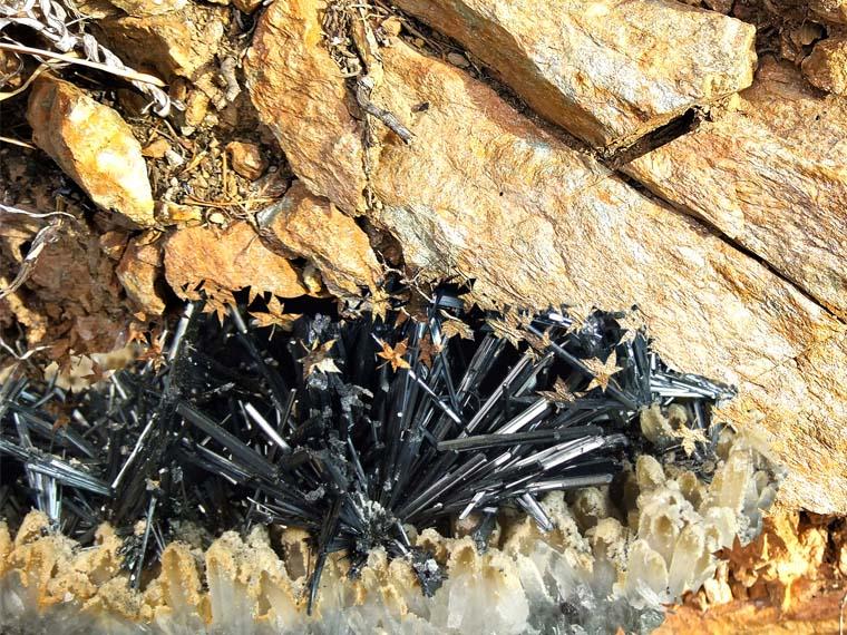 Антимонитовое месторождение сурьмяных руд. Забайкалье